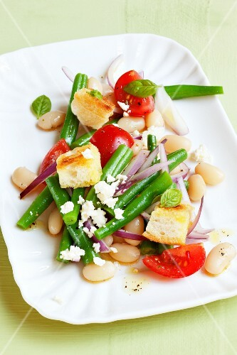 Bean salad with ciabatta