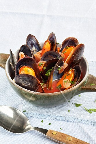 Mussels in a tomato and chilli broth