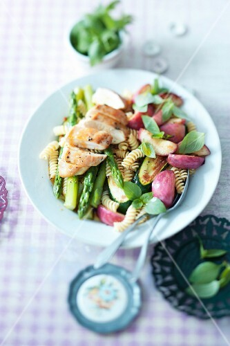 Fruity pasta salad with chicken and vegetables
