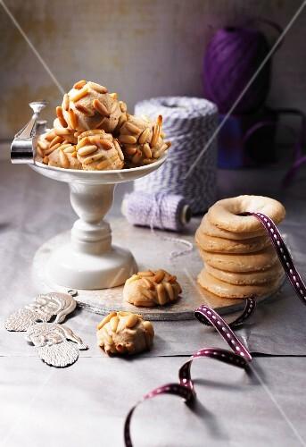 Pinienkernkugeln und Mandelkringel