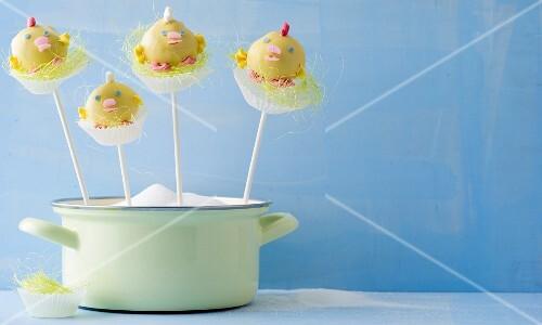 Cake pops shaped like Easter chicks