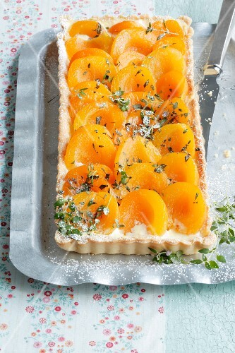 Apricot tart with thyme