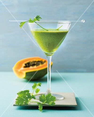 Corilino: smoothly with apple, papaya, lettuce and herbs
