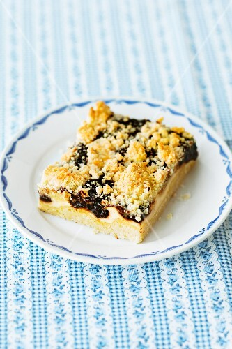 Frisian crumble cake with stewed plums