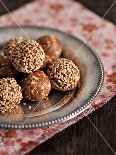 Oriental energy balls made from almonds, walnuts and dates