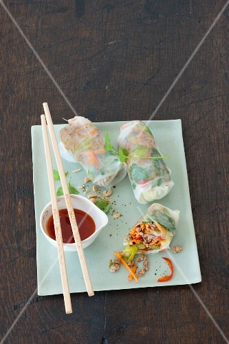 Spring rolls with minced meat, vegetables and glass noodles (Vietnam)