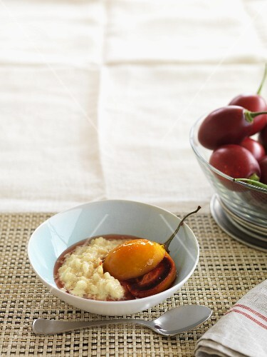 Gluten-free rice pudding with fruit