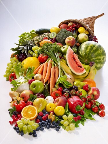 A cornucopia with fresh fruit and vegetables