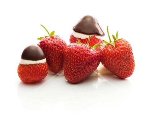 Fresh strawberries, some dipped in chocolate sauce