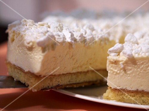 Cheese cream cake, sliced (close-up)