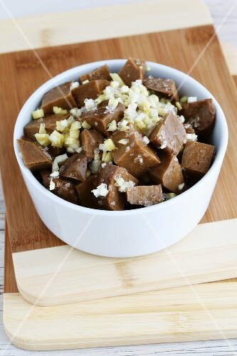 Marinated diced seitan with chopped ginger and garlic