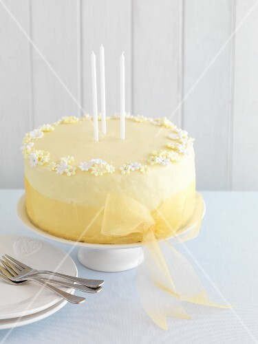 A celebratory lemon cake with gin