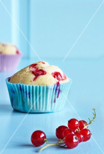 Redcurrant muffin and redcurrants