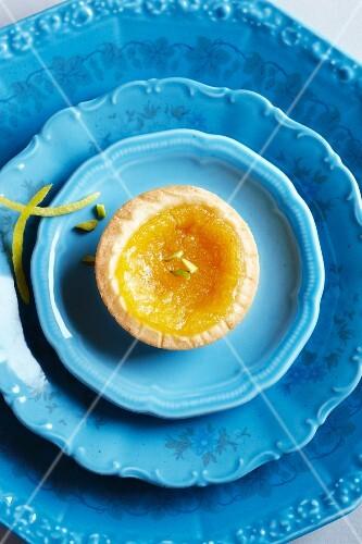 Lemon tartlet with pistachios