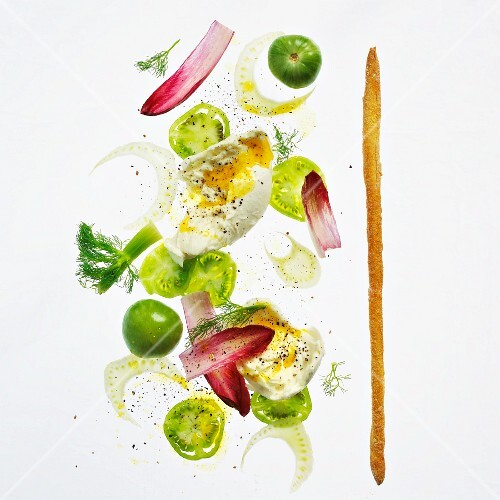 Tomato salad with egg and fennel