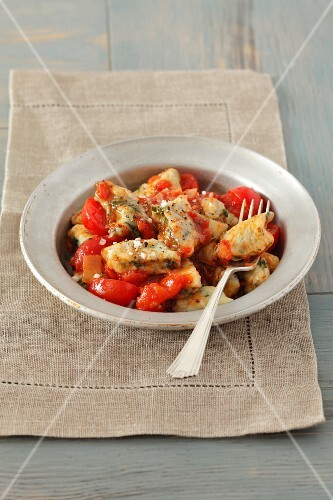 Potato and spinach dumplings with tomato sauce
