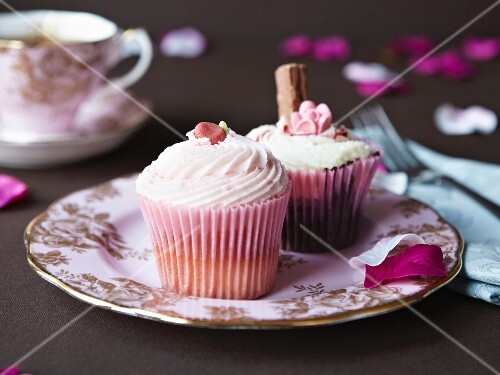 Cupcakes decorated with rose petals