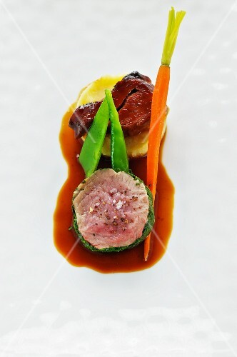 Milk-fed lamb wrapped in herbs and cured veal cheeks with mashed potatoes