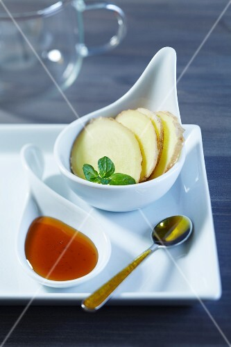 Ginger slices and mint with honey