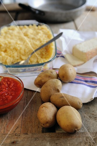 Ingredients for pan-fried polenta with potatoes