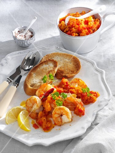 Fried king prawns with a spicy pumpkin dip