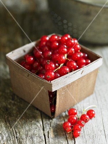 Redcurrants in a wooden box