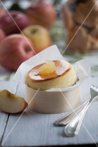 Mini cheesecake with apple sauce