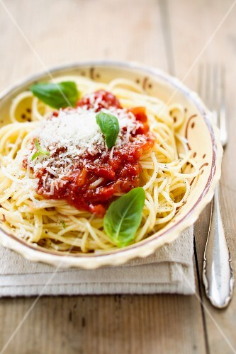 Spaghetti with tomato sauce, basil and Parmesan
