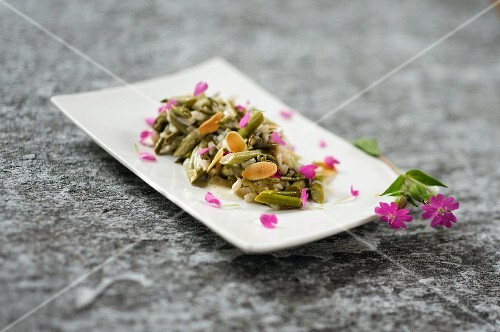 Goat's beard salad with roasted almond oil