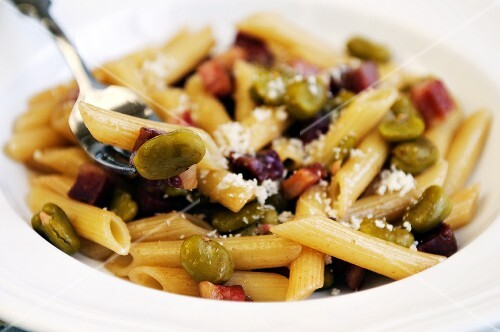 Penne pasta with Pancetta and broad beans