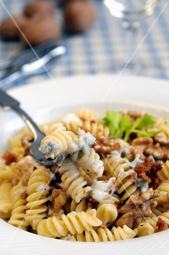 Fusilli with a Gorgonzola and walnut sauce