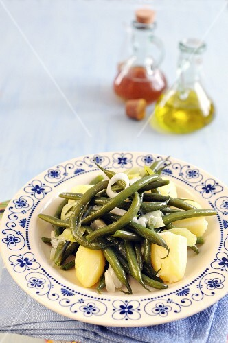 Green beans with potatoes and sauteed spring onions