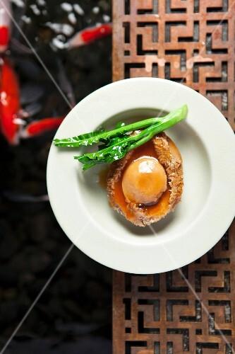 Gebratene Abalone mit Gemüse (China)
