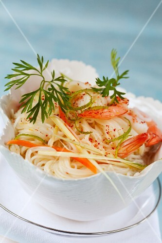 Rice noodles with prawns and lime zest