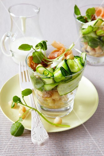 Courgette salad with salmon and chickpeas