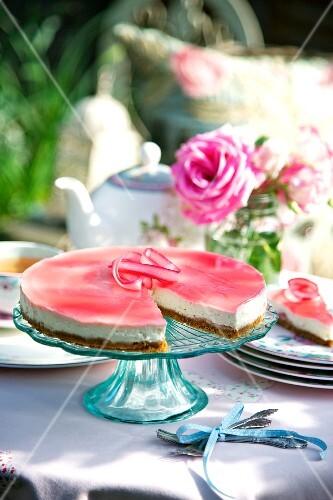 Rhubarb and ginger cheesecake, sliced