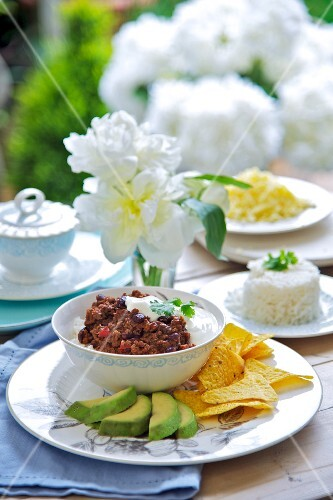 Chilli con carne with avocado and tortilla chips