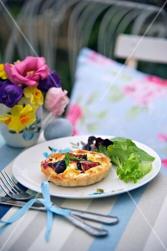 Goat's cheese, asparagus and fig tartlet for Easter