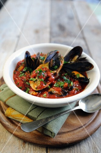 Zuppa di cozze (tomato and mussel soup, Italy)