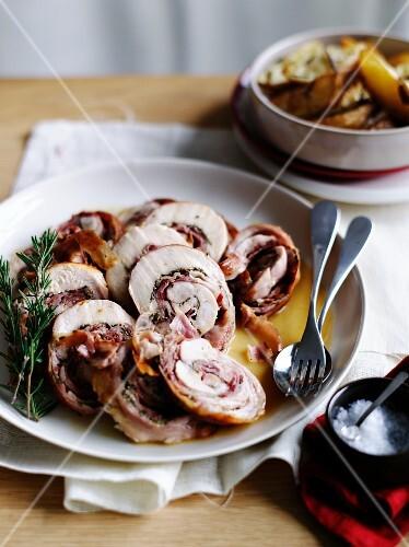Rotolini di coniglio allo speck (rabbit roulade with bacon)