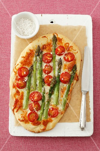 Green asparagus and cherry tomato pizza