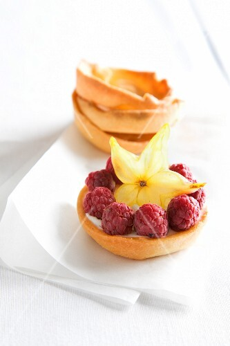 Raspberry tartlets with star fruit