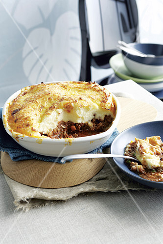 Cottage pie (minced meat casserole with potato topping)