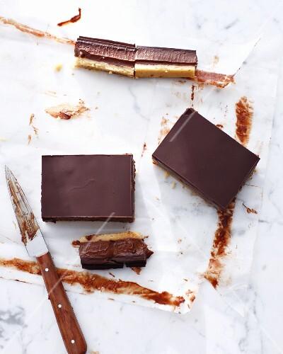 Home-made chocolate caramel bars