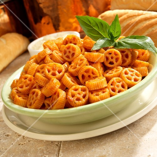 Wagon Wheel Pasta with Marinara Sauce