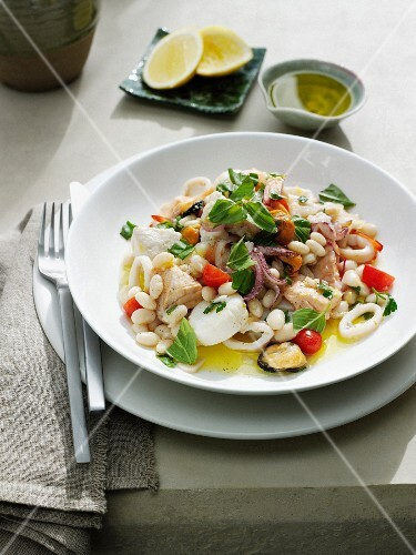 Frutti di mare all'amalfitana (seafood and beans)