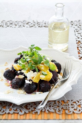 Beetroot with orange fillets, almonds and goat's cheese