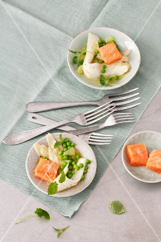 Asparagus salad with peas and salmon