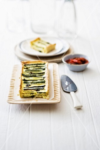 Courgette tart with dried tomatoes
