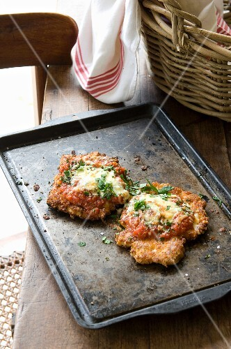 Parmigiana di pollo (chicken breast fillets with tomatoes and cheese)